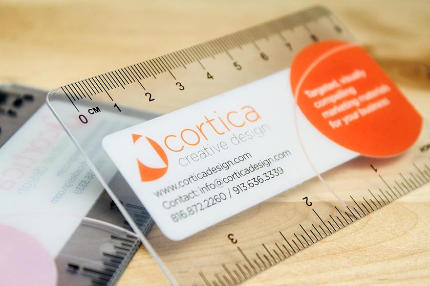 透明間尺卡片是用0.36mm透明PVC卡印刷而成。